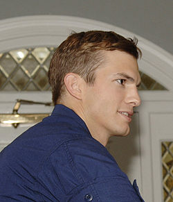 250px-Ashton_Kutcher,_USAF_crop..jpg